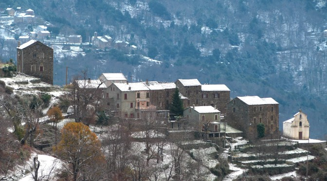 La neige s'invite au village