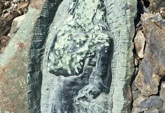 La statuette di San Petru de nouveau abimée