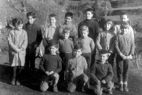 Les écoliers de Nocario à la fin des années 50