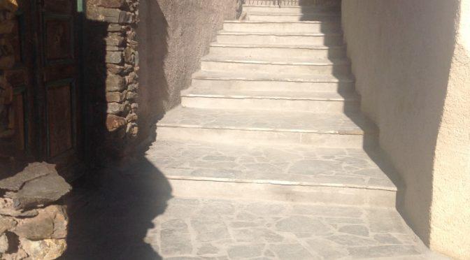 Autour de la chapelle Saint Jean, des escaliers tout neufs