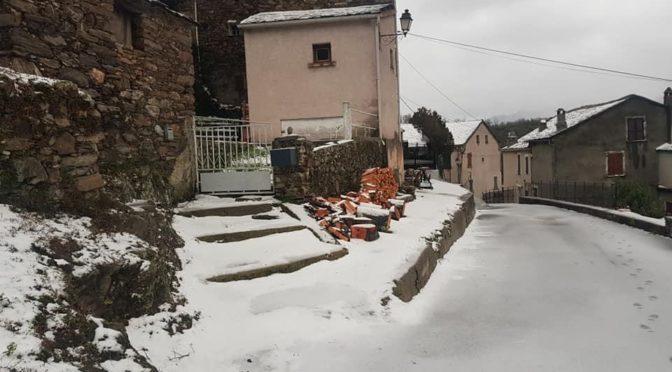 Poudre de neige, début d'hiver